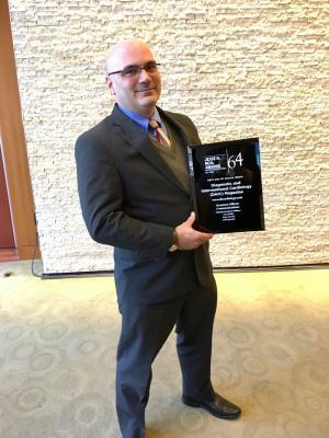 Dave Fornell after accepting the Jesse H. Neal Award for Best Use of Social Media in April 2018.
